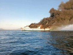 KM Karya Indah Terbakar di Laut Ternate