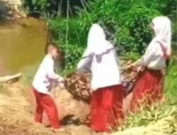 """Viral! Video """"Demi berangkat sekolah, anak-anak ini rela mempertaruhkan nyawa menyeberang sungai bergelantungan"""""""