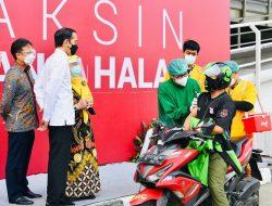 Jokowi Tinjau Vaksinasi Massal COVID-19 di RSUI Depok